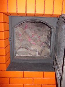 Прогретые камни в банной печи
