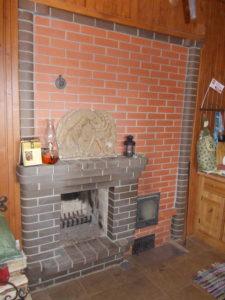 Банная печь с камином в зоне отдыха